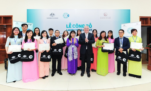 Các học viên nhận học bổng Pháp luật và Quyền con người của Chính phủ Australia