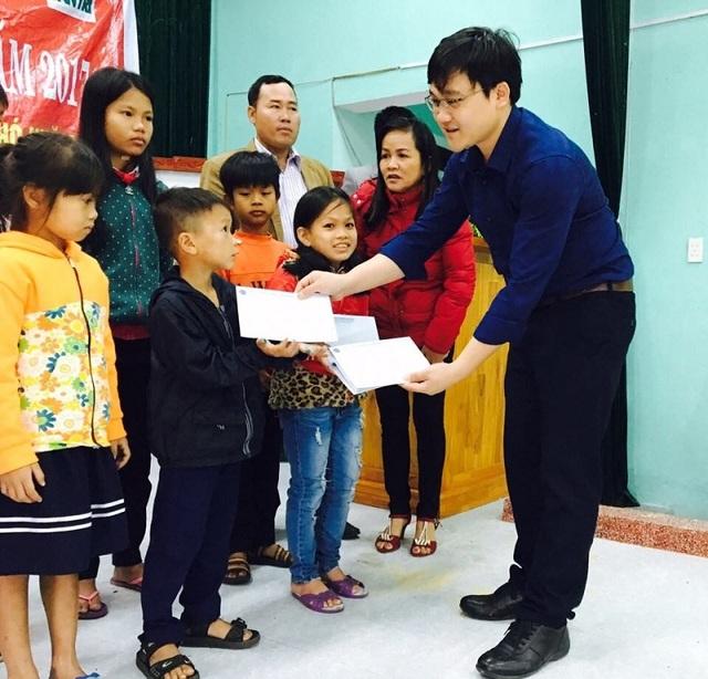 Học bổng Grobest là động lực để các em học sinh nghèo nỗ lực vươn lên trong học tập.