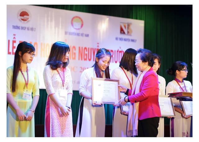 Trao 75 suất học bổng Nguyễn Trường Tộ đến sinh viên 6 trường đại học - 3