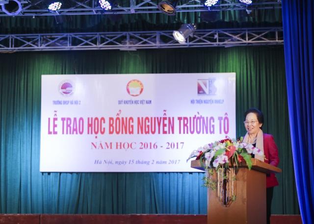 NGƯT.GS.TS. Nguyễn Thị Doan - Chủ tịch Hội Khuyến học Việt Nam phát biểu tại lễ trao học bổng