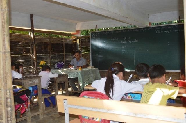 Học sinh nghỉ học vẫn chiếm tỷ lệ cao, đặc biệt là khu vực miền núi