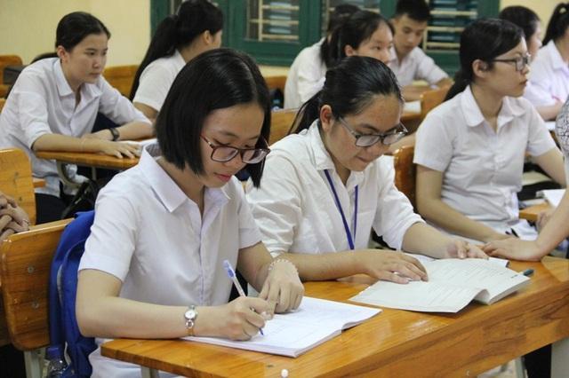 Học trên lớp, Quỳnh Giao (ngoài cùng bên trái) luôn có kỹ năng tiếp thu bài nhanh, hòa đồng với bạn bè.