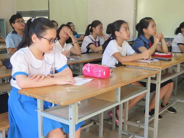 Thí sinh trước giờ làm bài khảo sát năng lực vào lớp 6 trường Trần Đại Nghĩa.