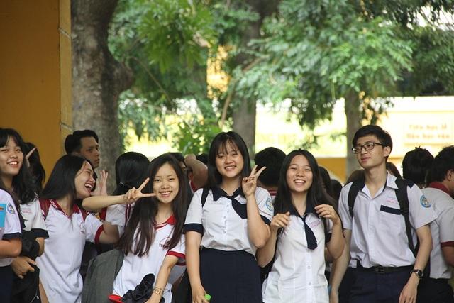 Học sinh TPHCM hân hoan sau kỳ thi THPT quốc gia năm 2017. (Ảnh: Lê Phương)