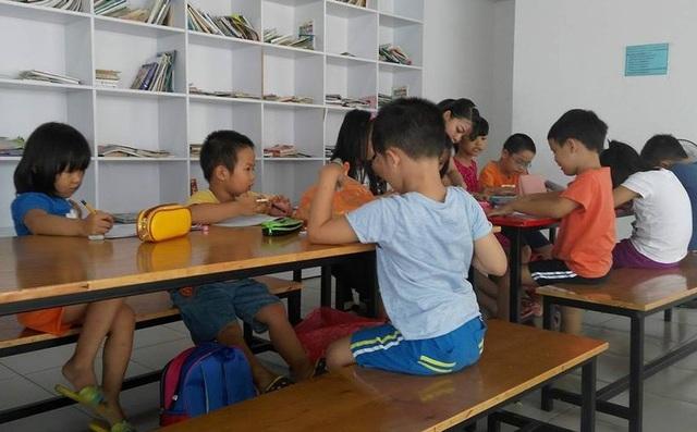 """Cận cảnh """"gò"""" trẻ luyện chữ trước khi vào lớp 1 - 2"""