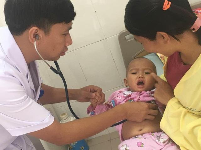 Sau hơn 20 ngày điều trị tích cực, lọc máu liên tục bé gái qua khỏi tình trạng nguy kịch, vẫn đang dược điều trị giai đoạn phục hồi.