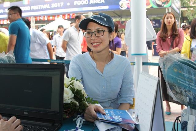 Vietnam Airlines và Jetstar Pacific bán hàng hoạt vé máy bay giá rẻ tại Hội chợ