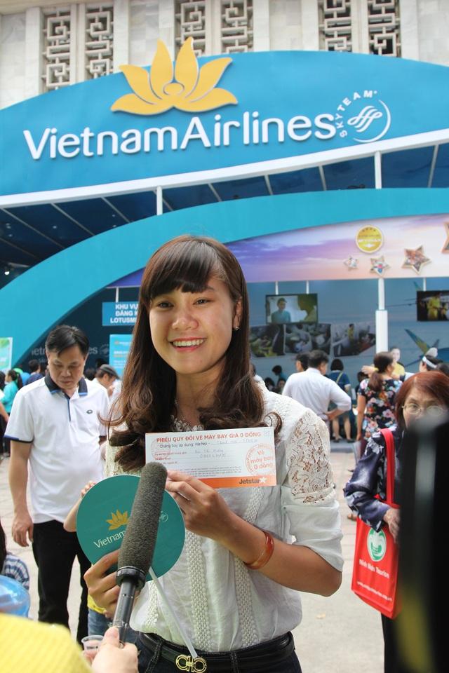 """Hàng trăm hành khách """"săn"""" vé máy bay giá rẻ tại Hội chợ du lịch - 7"""