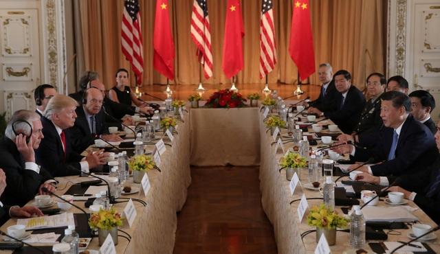 Tổng thống Donald Trump và Chủ tịch Tập Cận Bình cùng các quan chức cấp cao của hai nước hội đàm tại khu nghỉ dưỡng Mar-a-Lago hôm 7/4. (Ảnh: Reuters)