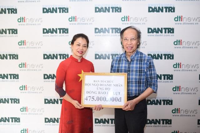 Bà Nguyễn Thị Thu Hương (Chủ tịch tập đoàn Halocaba) (bìa trái) rất mong có thể tiếp tục đồng hành cùng Quỹ Nhân ái của báo Dân trí để giúp đỡ nhiều hơn những trường hợp cụ thể.