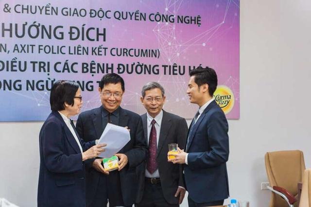 PGS.TS Phạm Hữu Lý (người đứng thứ 2 từ trái sang)