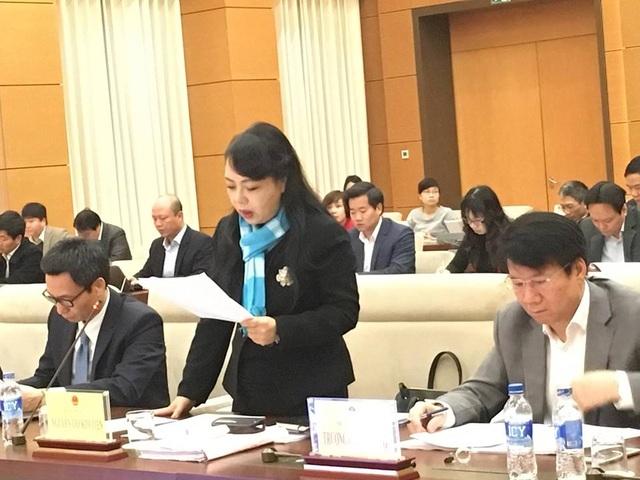 Bộ trưởng Y tế Nguyễn Thị Kim Tiến báo cáo với đoàn giám sát tối cao của Quốc hội về vấn đề đảm bảo an toàn thực phẩm.