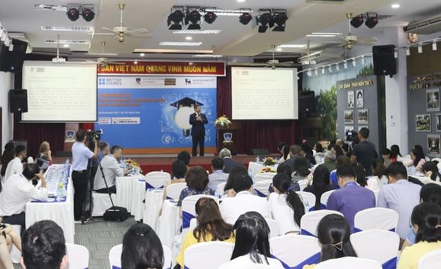Diễn giả chia sẻ các phương pháp giảng dạy mới tại hội thảo ngày 8/11