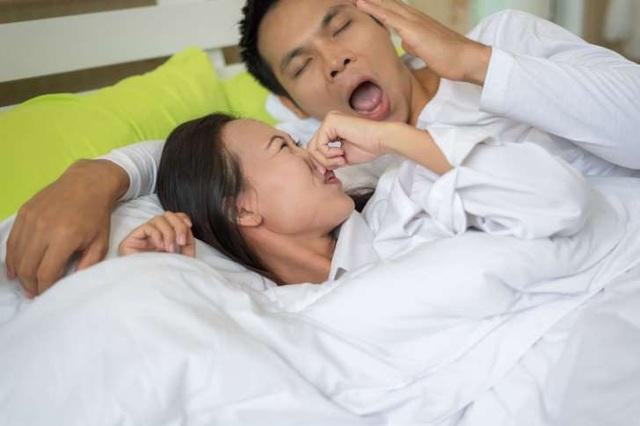 Tại sao hơi thở lúc thức giấc có mùi khó chịu? - 1