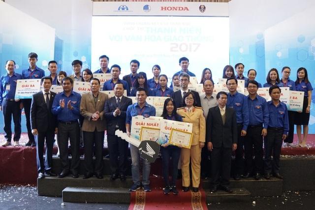Ban Tổ chức và top 20 bạn thí sinh xuất sắc của Vòng chung kết