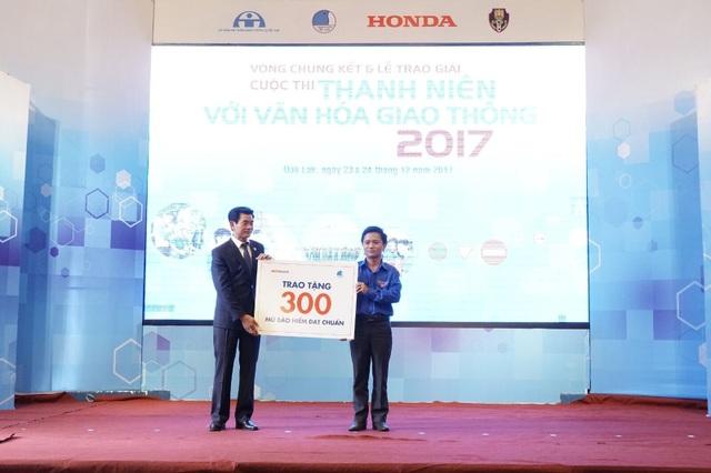 HVN tặng 300 mũ bảo hiểm đạt chuẩn cho Tỉnh đoàn Đắk Lắk.