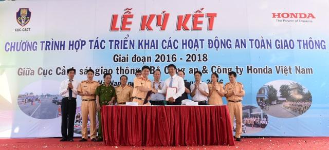 Lễ kí kết thỏa thuận hợp tác giữa HVN và Cục CSGT