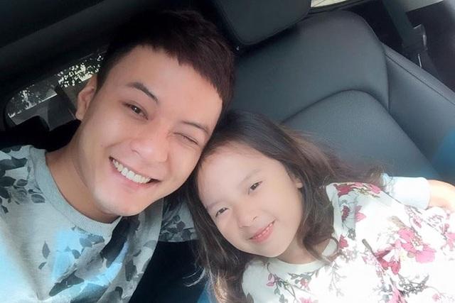 Hồng Đăng và cô con gái dễ thương.