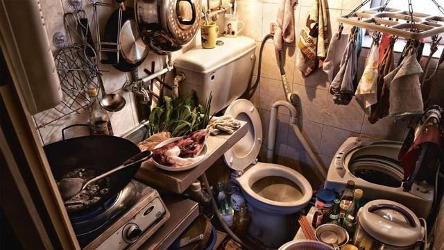 Những người lao động nghèo sống trong căn hộ chật chội, thiếu thốn