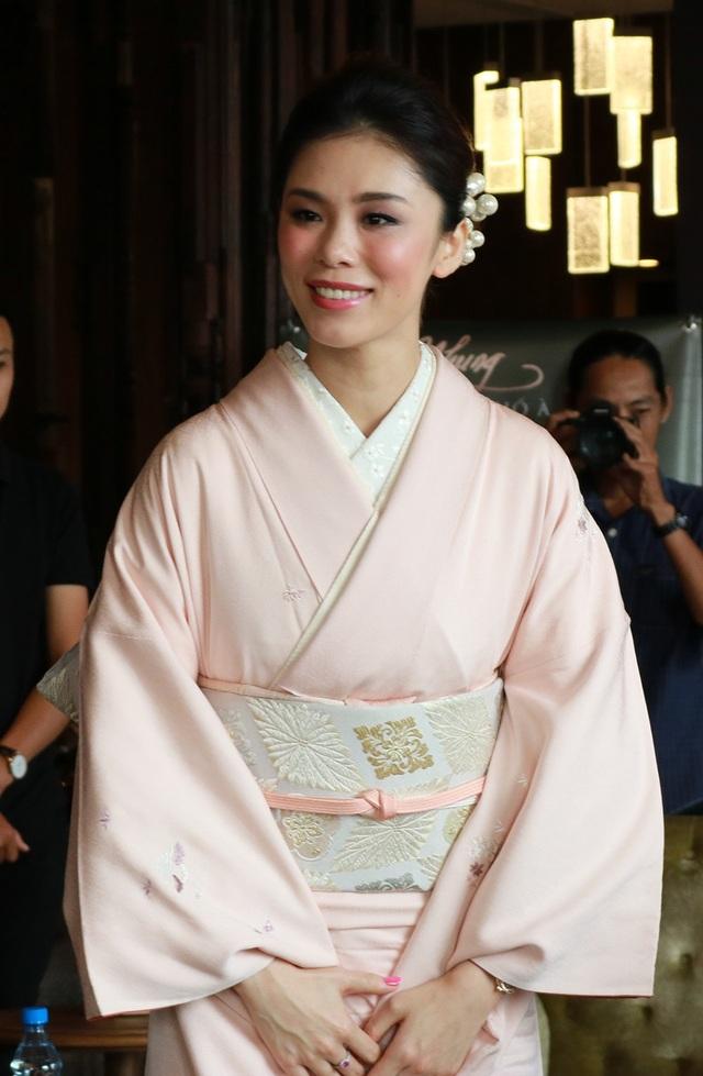 Đặc biệt trong buổi ra mắt sản phẩm mới của Hồng Nhung còn có sự tham dự của Hoa hậu Hoàn vũ 2007 Riyo Mori đến từ đất nước Nhật Bản.