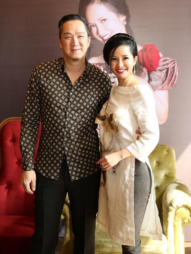 Huy MC bất ngờ đến chúc mừng Hồng Nhung trong dịp đặc biệt này.