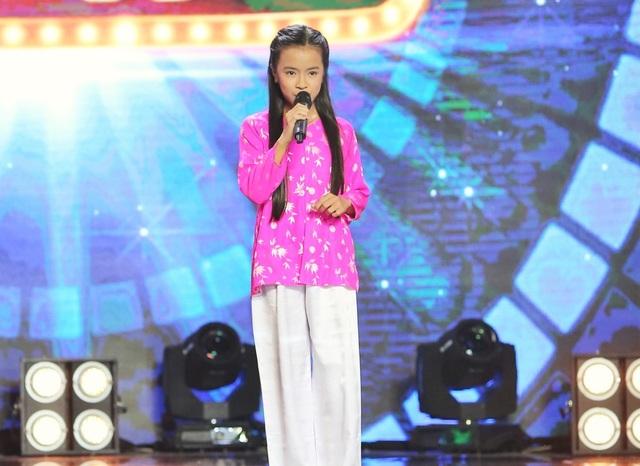 Bé Hồng Yến được đánh giá cao bởi giọng hát có độ sáng, có làn hơi dày và đầy cảm xúc.