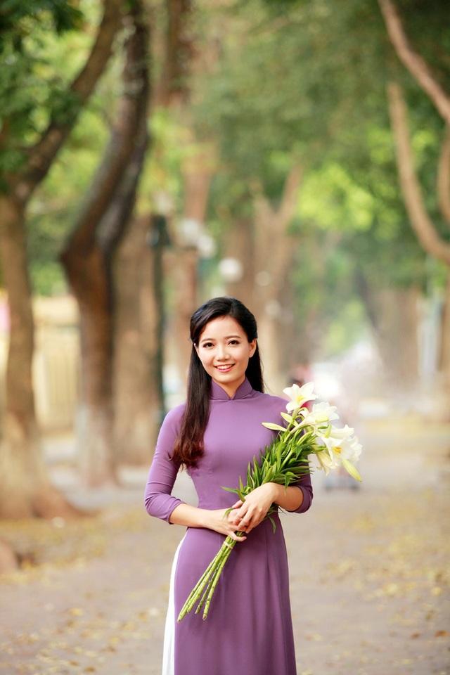 Mới đây, cô giáo Phan Hồng Anh đã đạt giải Nhất Hội thi Cô giáo tài năng, duyên dáng toàn quốc 2017.