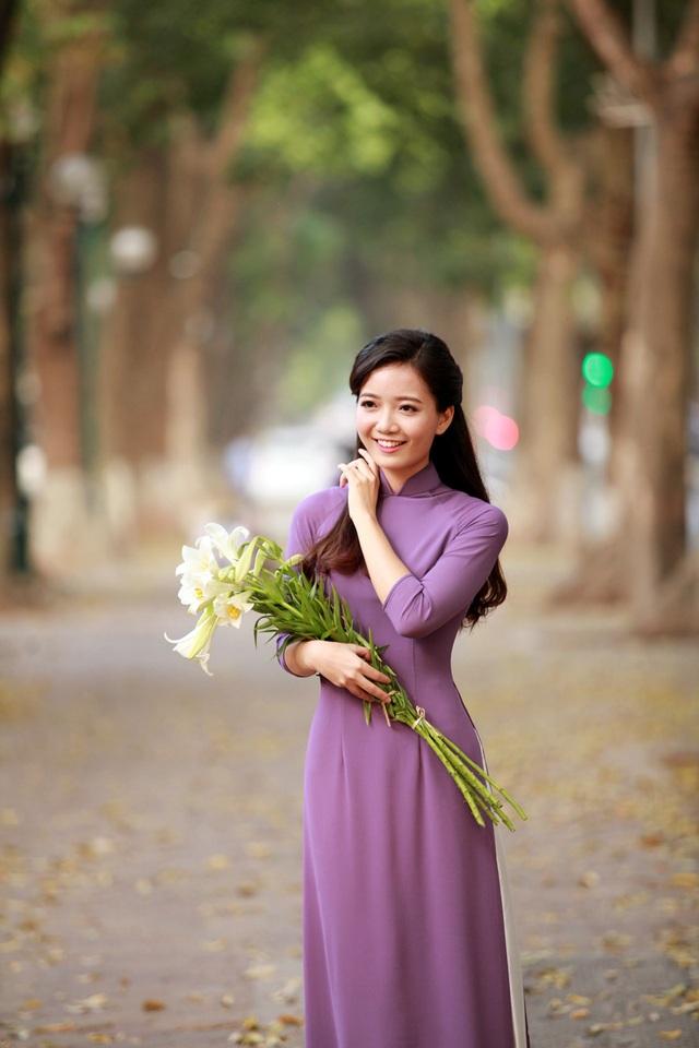 Trước đó, cô Hồng Anh từng đạt giải Á khôi cuộc thi Hoa khôi sinh viên Hà Nội (Imiss Thăng Long 2010).