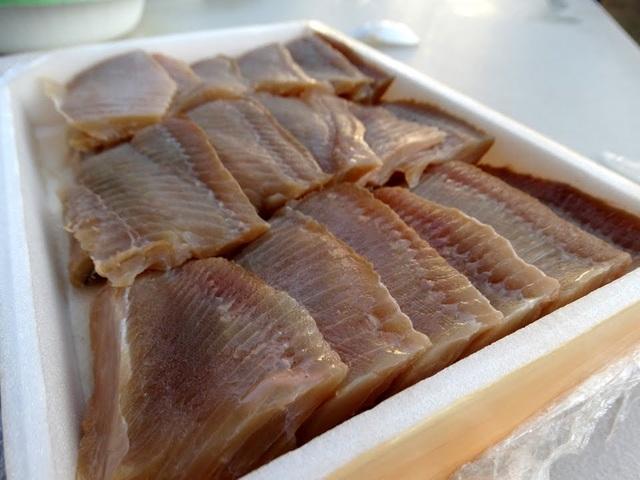 Lát cá đuối tươi bảo quản trong hộp xốp