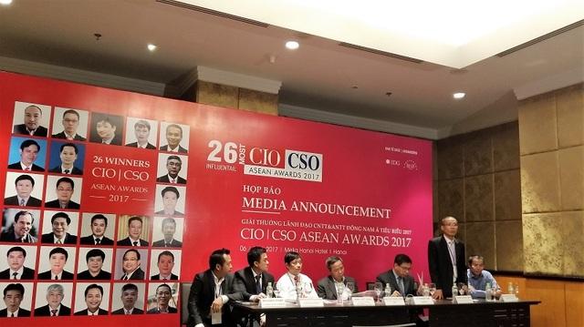 Quang cảnh buổi trao đổi giữa các ứng viên được vinh danh với giới cơ quan truyền thông.