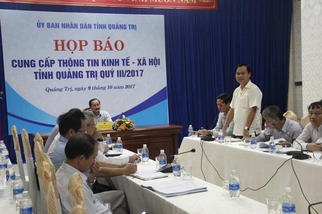 Ông Võ Văn Hưng, giám đốc Sở NN-PTNT tỉnh thông tin về các giải pháp ổn định sinh kế cho nhân dân