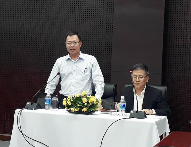 Ông Vũ Quang Hùng, Giám đốc Sở Xây dựng trả lời báo chí tại họp báo.