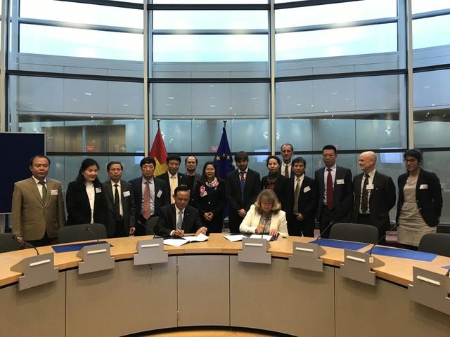 Hai bên ký kết thỏa thuận hợp tác trong lĩnh vực lâm nghiệp.