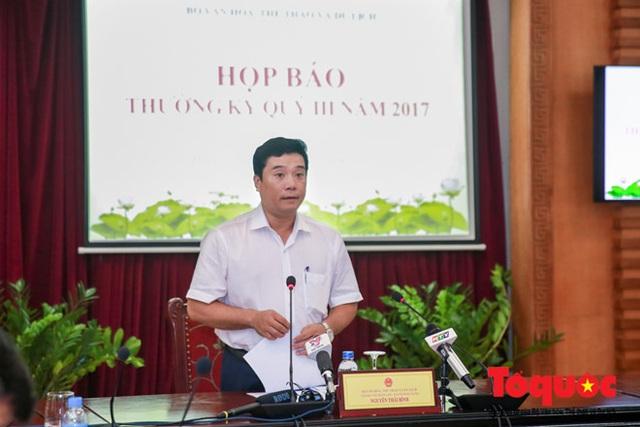 Ông Nguyễn Thái Bình - Chánh Văn phòng Bộ VHTT&DL trong buổi họp báo chiều 10/10. Ảnh: Toquoc.