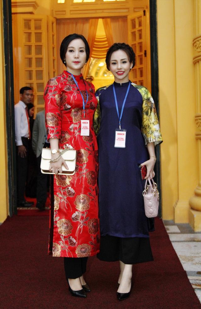 Minh Phương cùng chị Nguyễn Thị Ánh (Giám đốc Công ty TNHH chăm sóc sắc đẹp Kim Thiên Hoa).