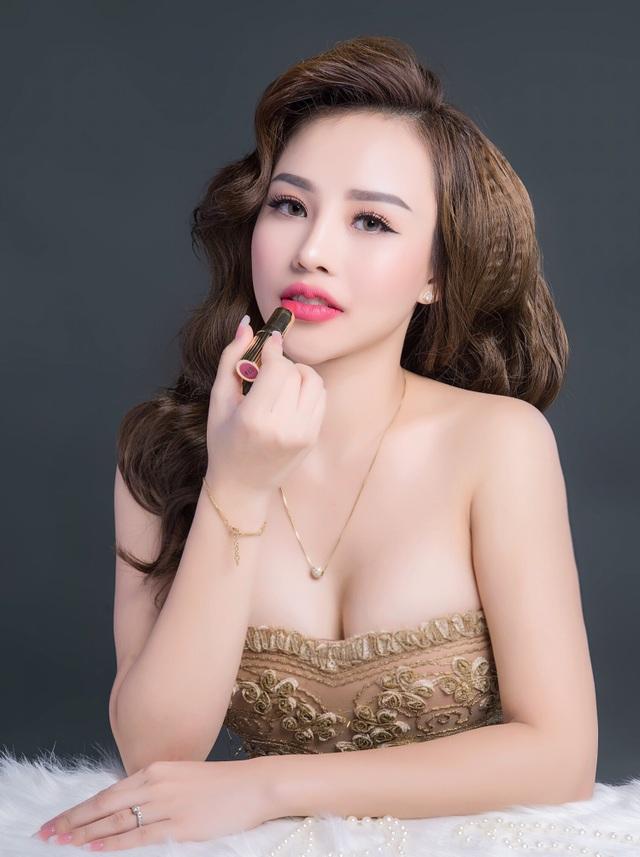 Nhan sắc đời thực rạng ngời quyến rũ của Minh Phương.