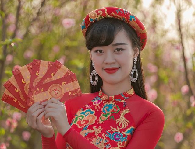 Nữ sinh Phòng cháy chữa cháy xinh đẹp giữa vườn đào Tết - 10