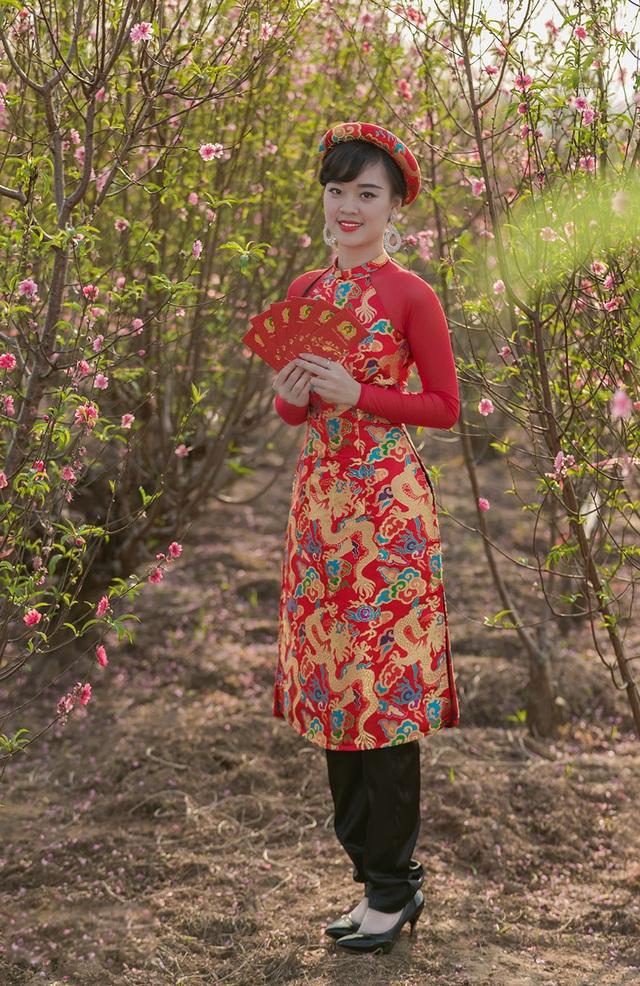 Nữ sinh Phòng cháy chữa cháy xinh đẹp giữa vườn đào Tết - 9