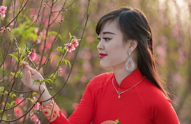 Nữ sinh Phòng cháy chữa cháy xinh đẹp giữa vườn đào Tết - 8