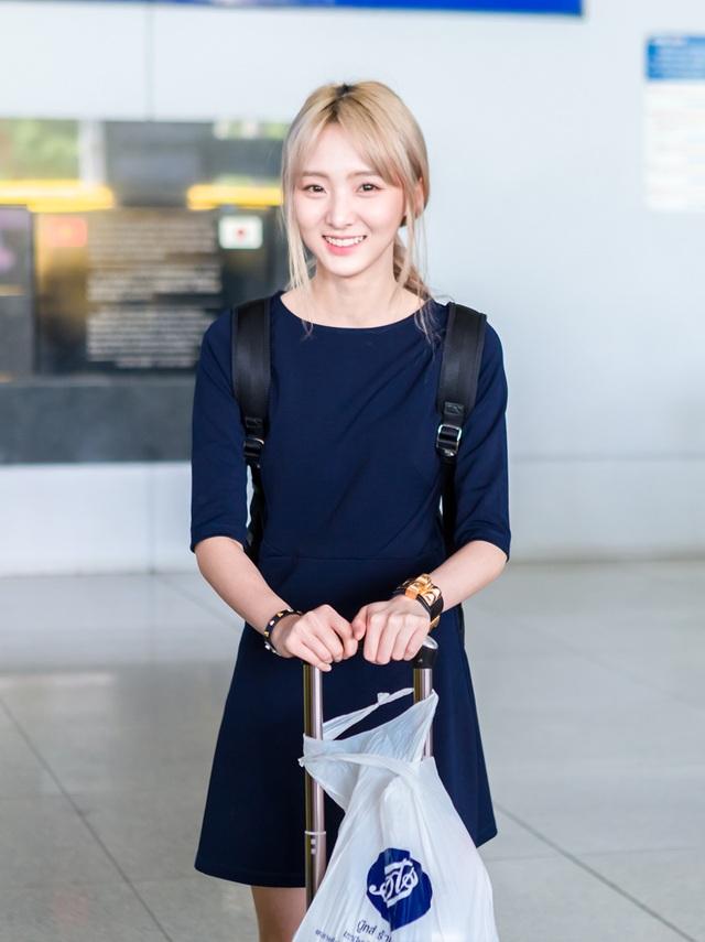 Hình ảnh hotgirl Nene xuất hiện tại sân bay Tân Sơn Nhất