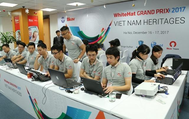 Đội hỗ trợ kỹ thuật trong cuộc thi WhiteHat Grand Prix 2017.