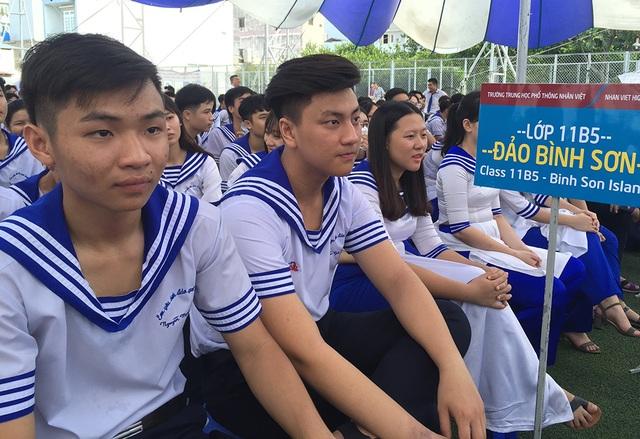 Lễ khai giảng của trường THPT Nhân Việt trở nên thật ý nghĩa bởi các học sinh được truyền lửa về cách nuôi dưỡng ước mở từ chính một nữ sinh khuyết tật với nổ lực vươn lên