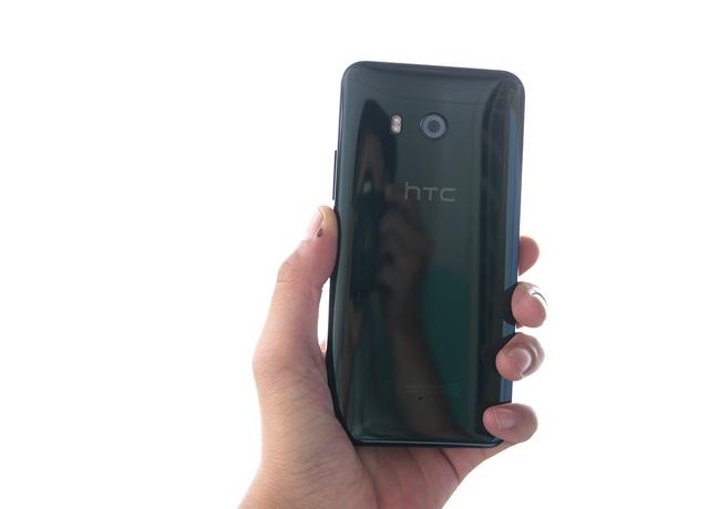 """Trên tay điện thoại """"bóp"""" HTC U11 tại Việt Nam - 2"""