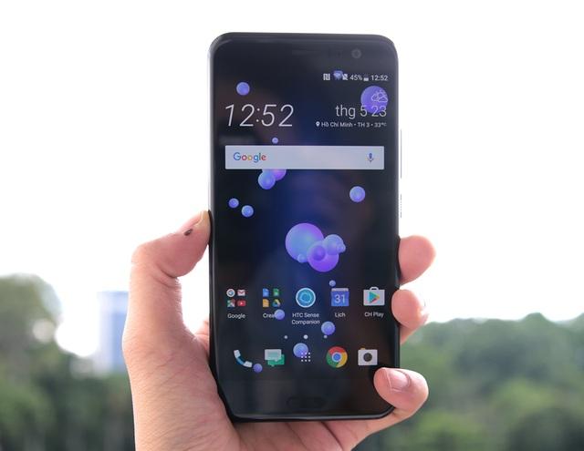 """Trên tay điện thoại """"bóp"""" HTC U11 tại Việt Nam - 3"""
