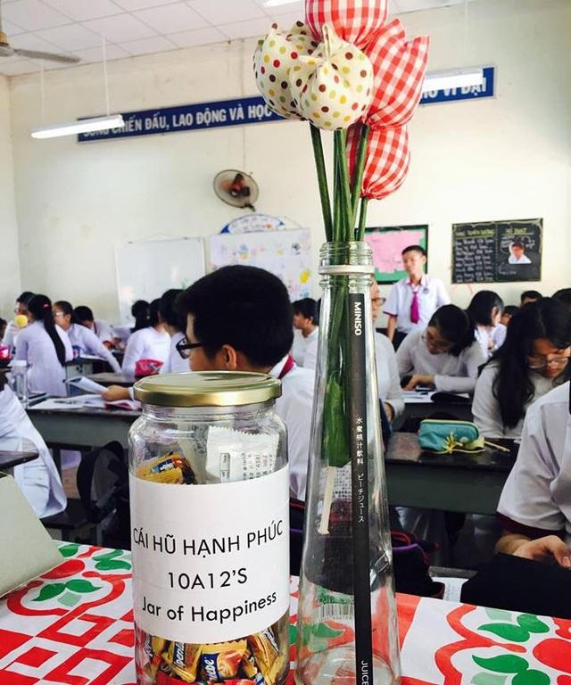 Hũ kẹo hạnh phúc của cô giáo giáo trẻ Trần Thị Quỳnh Anh trong lớp 10A12, Trường THPT Trưng Vương, TPHCM.