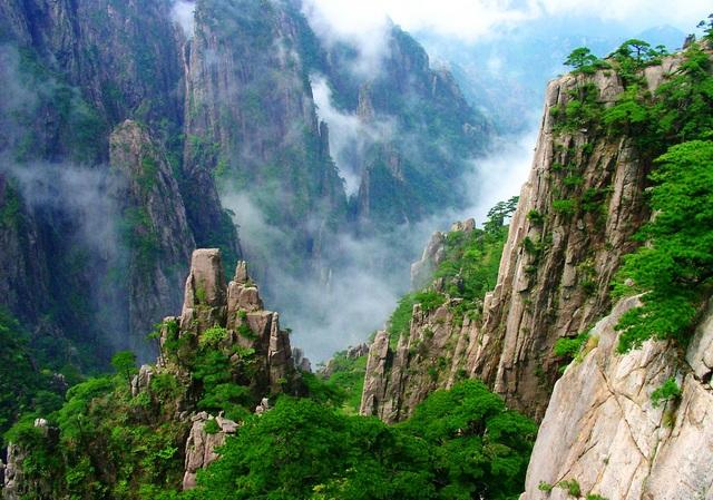 Vẻ đẹp hùng vỹ của núi Hoàng Sơn