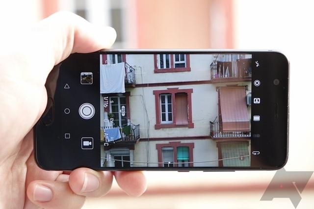 Camera được Huawei can thiệp nhiều về phần mềm để tăng khả năng chụp ảnh.