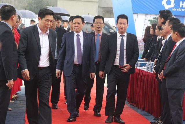 Phó Thủ tướng Vương Đình Huệ tham dự lễ khởi công dự án nhà ở xã hội