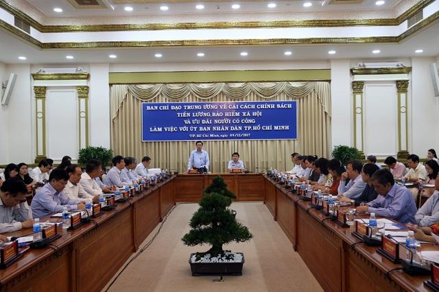 Phó Thủ tướng Vương Đình Huệ làm việc với UBND TPHCM về việc cải cách tiền lương