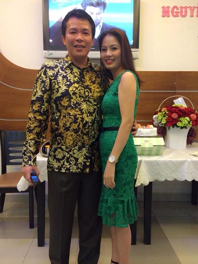 Hiện tại, Huệ Minh đã kết hôn và có hai cô con gái nhỏ. Chồng của cô không phải là người hoạt động nghệ thuật nhưng luôn thông cảm và ủng hộ vợ. Ngoài tham gia hoạt động nghệ thuật, cô còn cùng gia đình kinh doanh cửa hàng thực phẩm và các mặt hàng thời trang tại TPHCM.